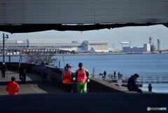 向こうは羽田空港C滑走路