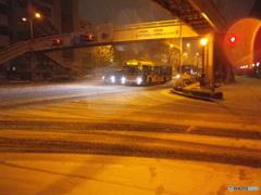 交差点で・・・雪