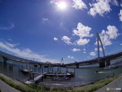 首都高と大師橋と・・・青と白と、陽