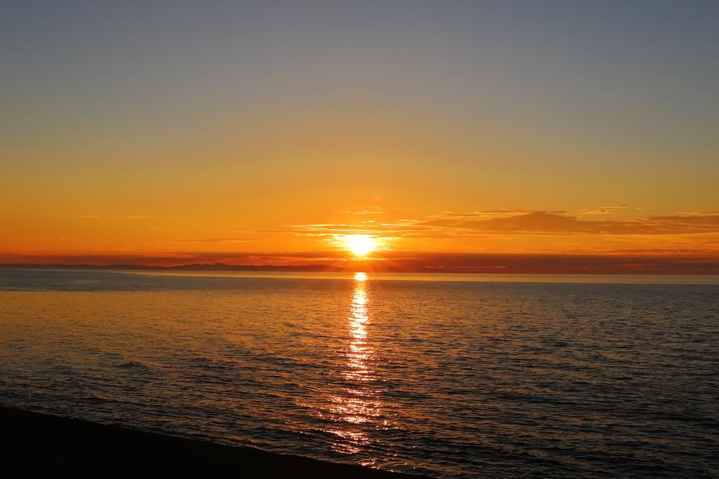 日本海に蘇る思い出の夕陽