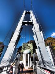 アート・竜神峡にまたがる吊橋