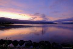 諏訪湖 朝の色