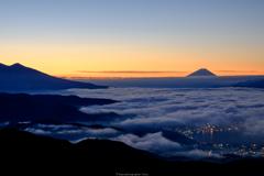 朝色と雲海