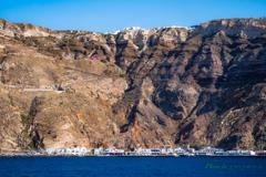 お出迎えは断崖絶壁 〜サントリーニ島〜
