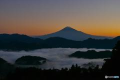 日の出前の雲海