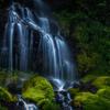 苔生す吐竜の滝