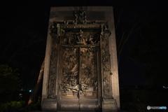 夜の地獄の門