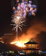 平城宮跡・朱雀門から若草山の山焼きを見る。