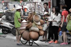 ベトナムのノンラー売り。