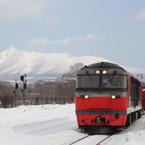 CANON Canon EOS 60Dで撮影した(赤い貨物列車と駒ヶ岳)の写真(画像)
