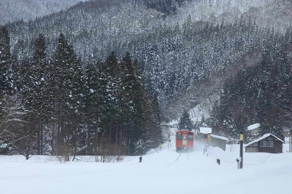 雪国の小さな駅舎