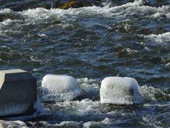 飛沫が氷る DSCN2528