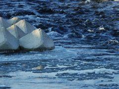 氷浮く川 DSCN3171