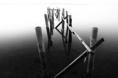 モノクロの湖