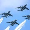 青い空に青い機体