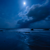 吹雪の後の満月