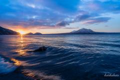 夜明けの湖畔