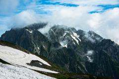 頂は雲の中