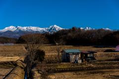 冬の田園と八ヶ岳