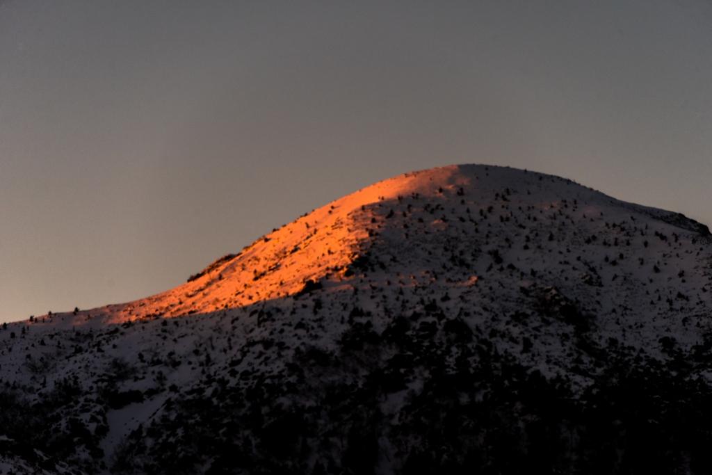 朝陽さす西天狗岳