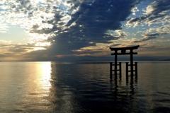 滋賀 白鬚神社 湖中の鳥居