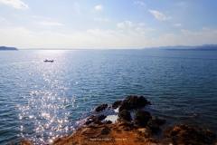 穏やかな日差しの湖畔