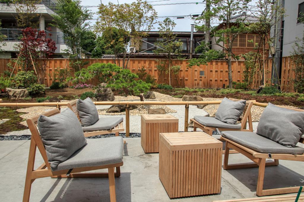 小江戸川越のスターバックス その5 中庭のいす