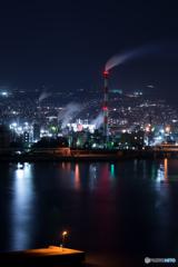 工場夜景と釣り人