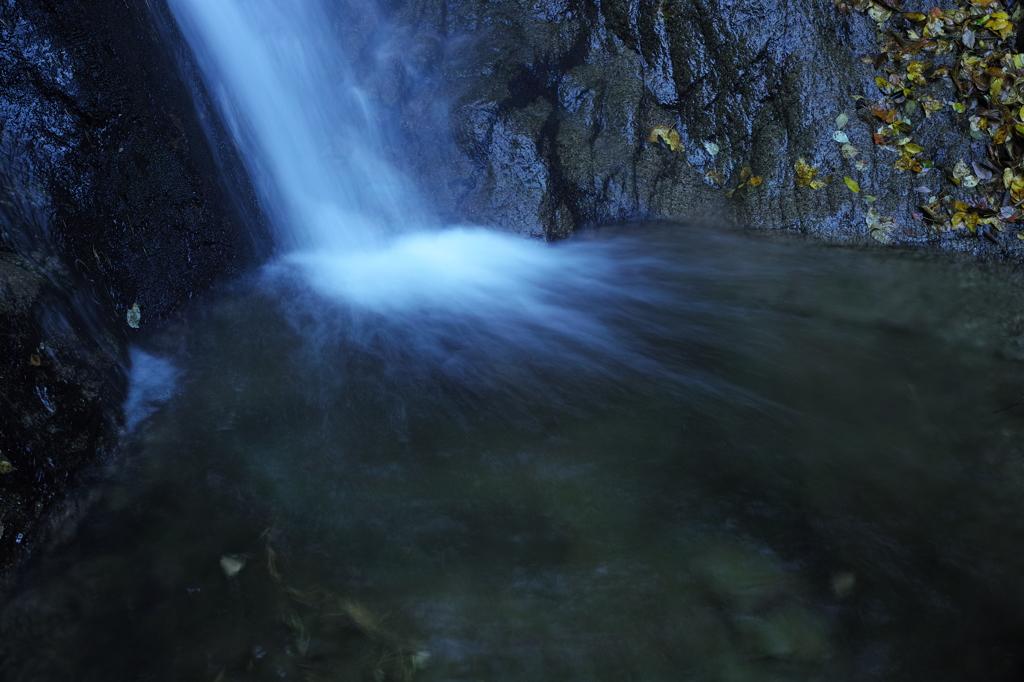 神秘の滝壺 2