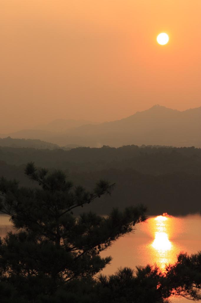 満濃池の夕日