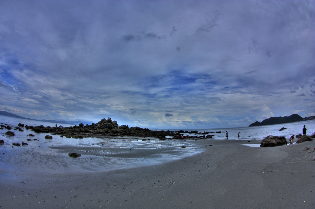 雨上がりの海岸