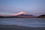 凍てつく山中湖
