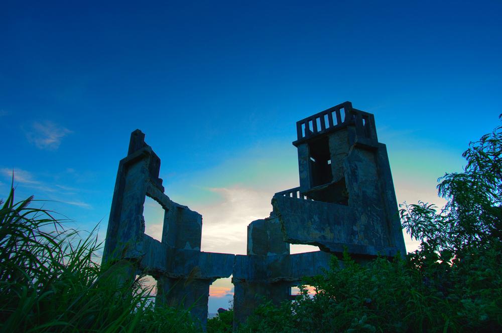 夕方の廃墟