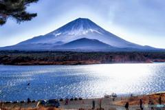 精進湖から富士を眺める