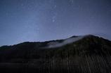 雲たなびく星夜