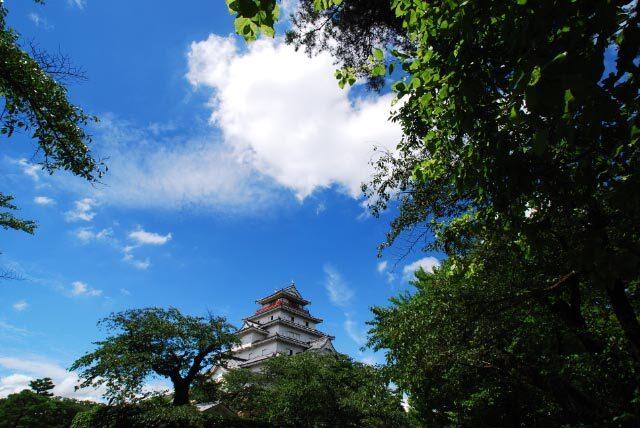 青空と若松城