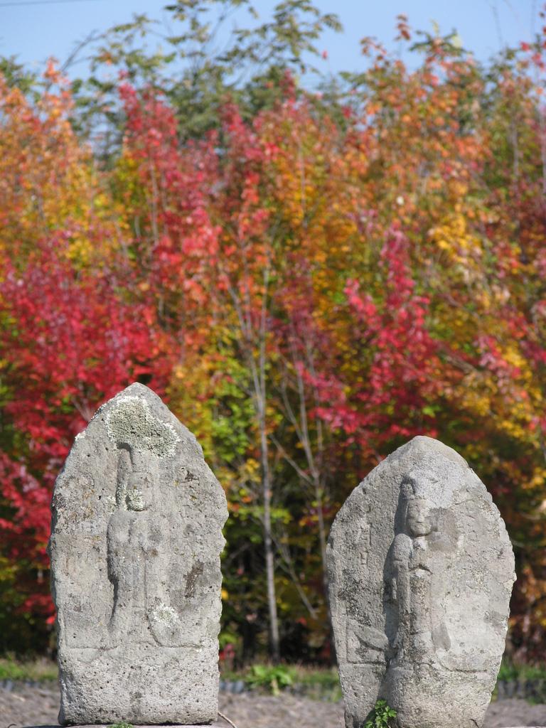 紅葉と道祖神