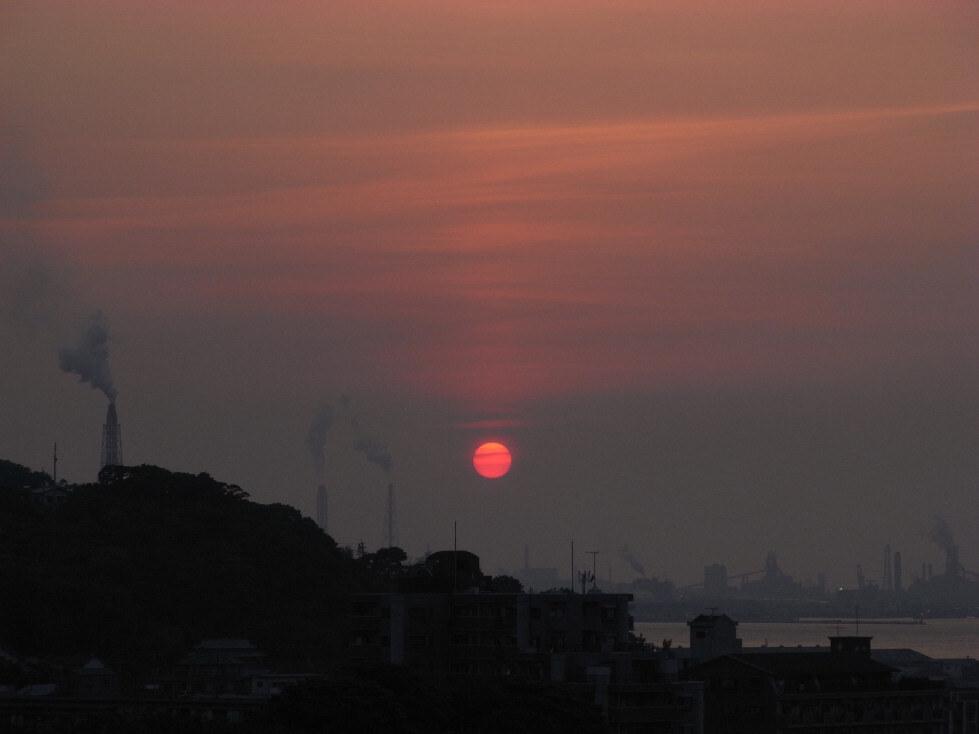 工業地帯の夕日