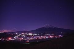 富士に抱かれる街