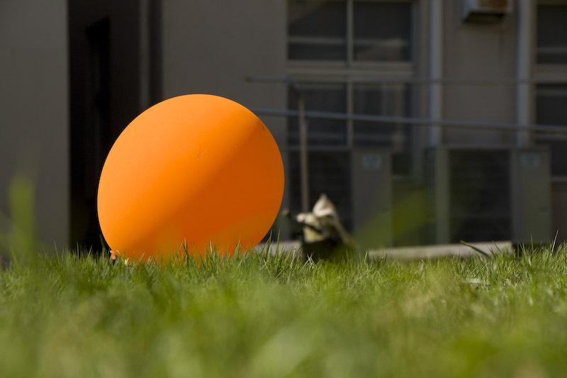 オレンジ色の風船