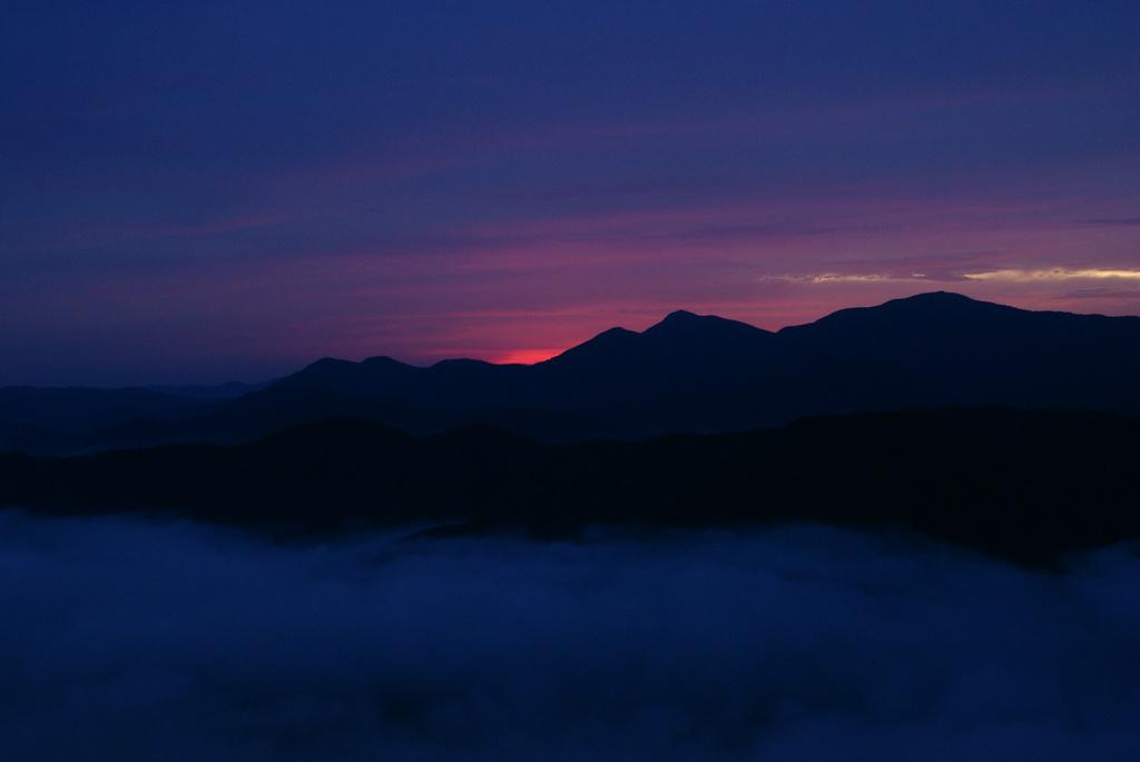 雲海とピンクの雲
