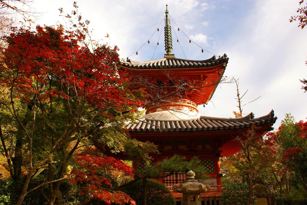 三滝寺の多宝塔