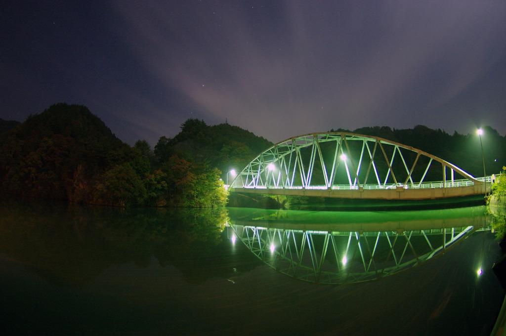 山間の鉄橋