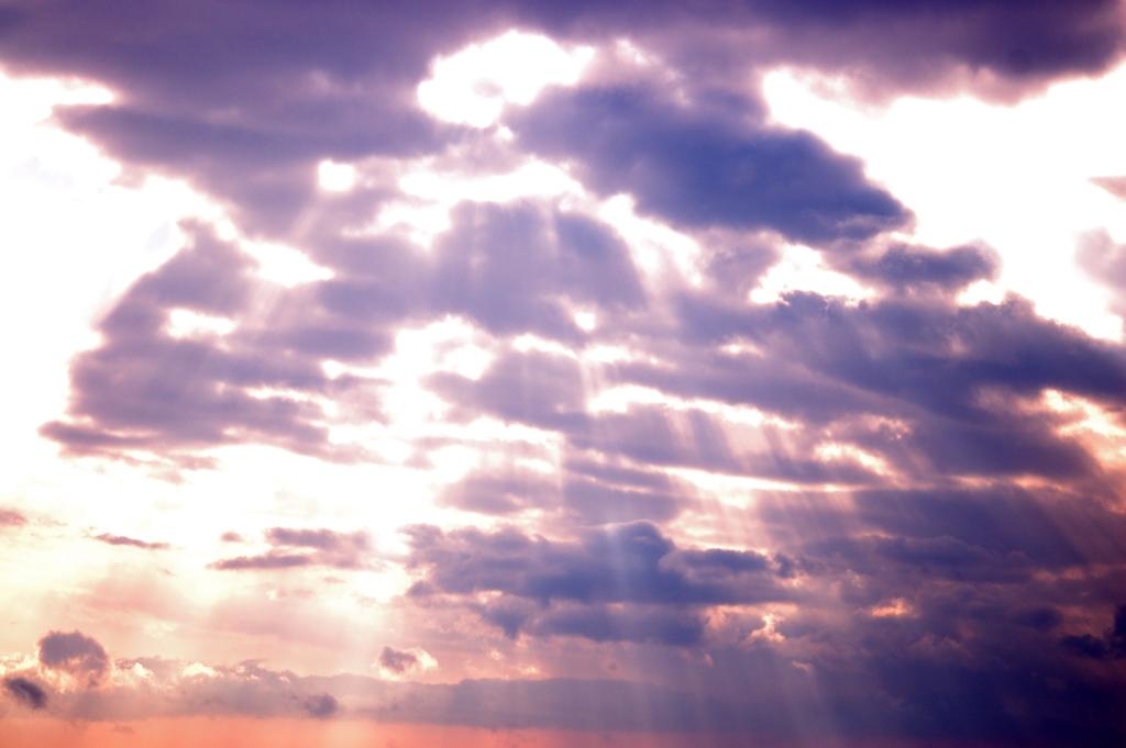 雲を抜けて