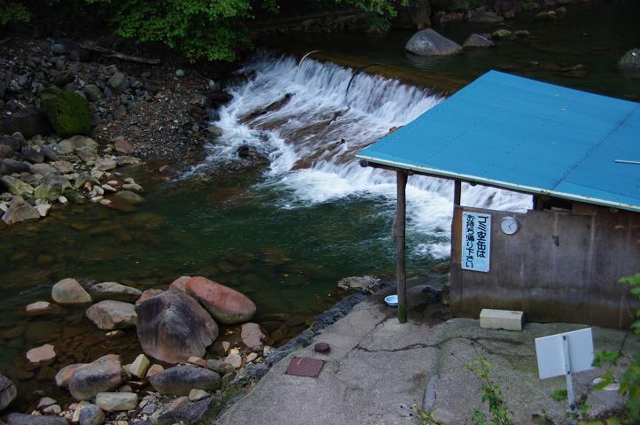 川辺の温泉