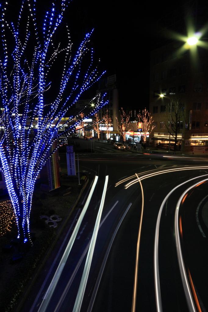 駅前の光跡