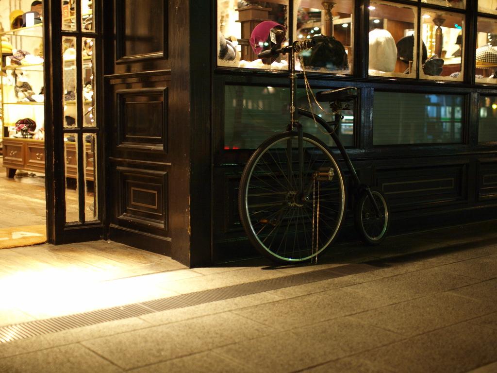 自転車のある店先