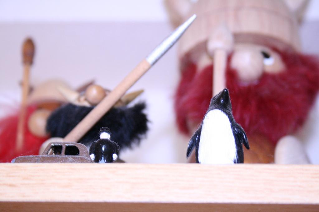 でっかいペンギン。それよかでかい海賊達。