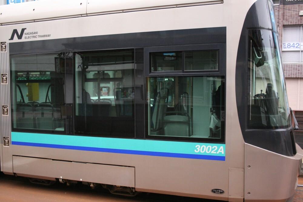 ハイテク路面電車。他のがレトロすぎなんだろうな・・・