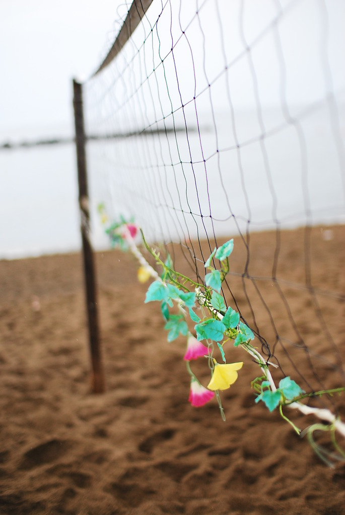 梅雨明け待つビーチ